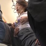 痴漢熟女動画 満員電車で胸を揉まれる高橋美園